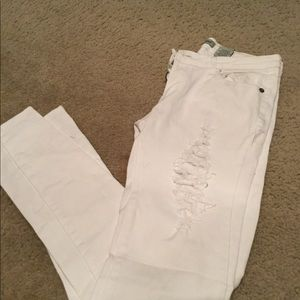 Women's white distressed jeans